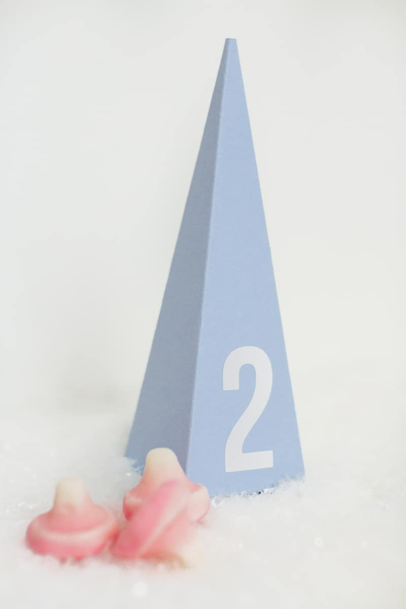 diy-advent-calendar-christmas-tree-pyramid-modern-colourful-handmade-cricut-card-sweets-candy-chocolate-37