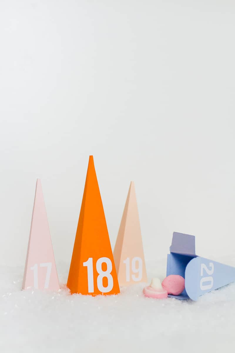 diy-advent-calendar-christmas-tree-pyramid-modern-colourful-handmade-cricut-card-sweets-candy-chocolate-40