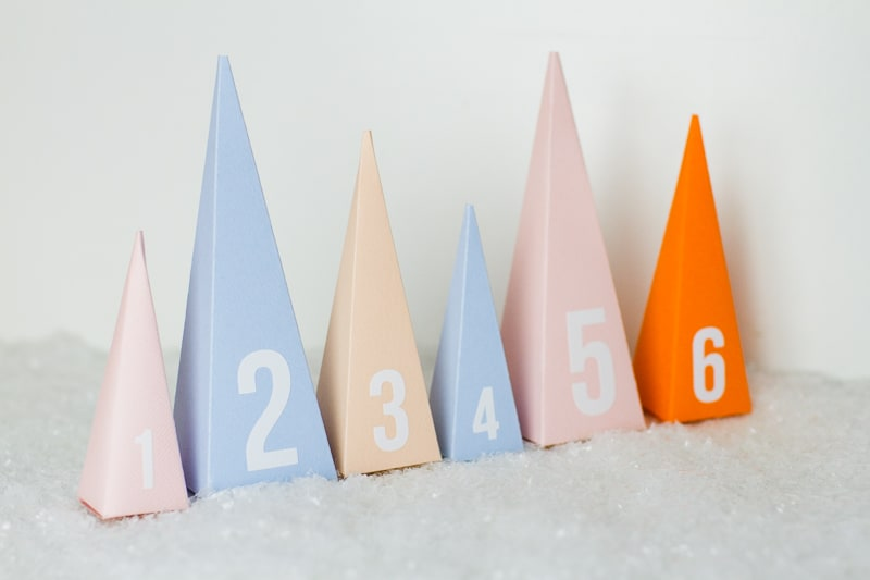 diy-advent-calendar-christmas-tree-pyramid-modern-colourful-handmade-cricut-card-sweets-candy-chocolate-6