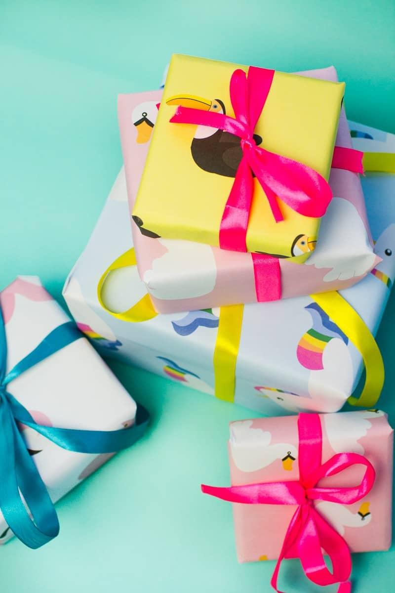free-printable-pool-float-christmas-gift-wrap-bespoke-bride