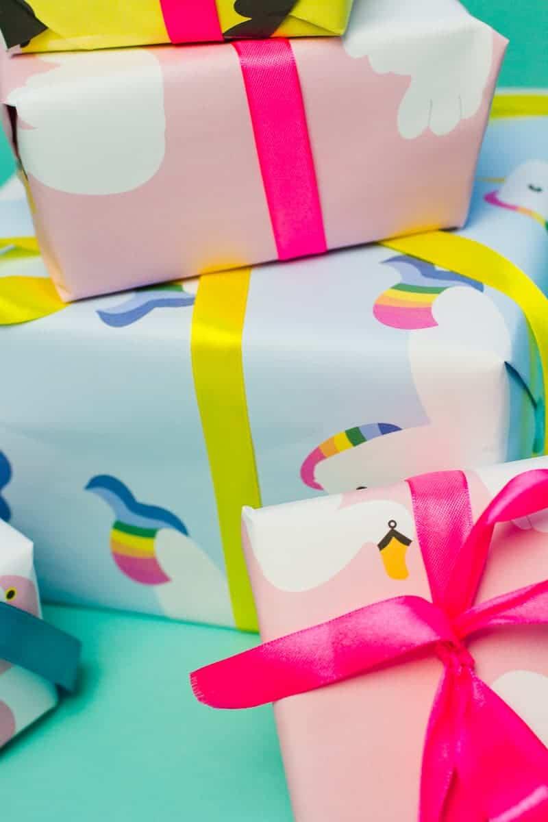 free-printable-pool-float-wrapping-paper-christmas-gift-wrap-birthday-flamingo-toucan-swan-unicorn-themed-13