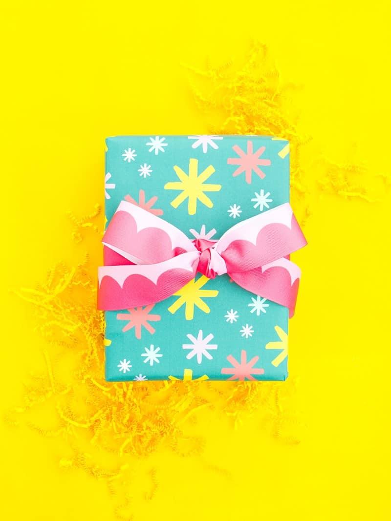 zazzle-custom-gift-wrap-sarah-hearts-yellow
