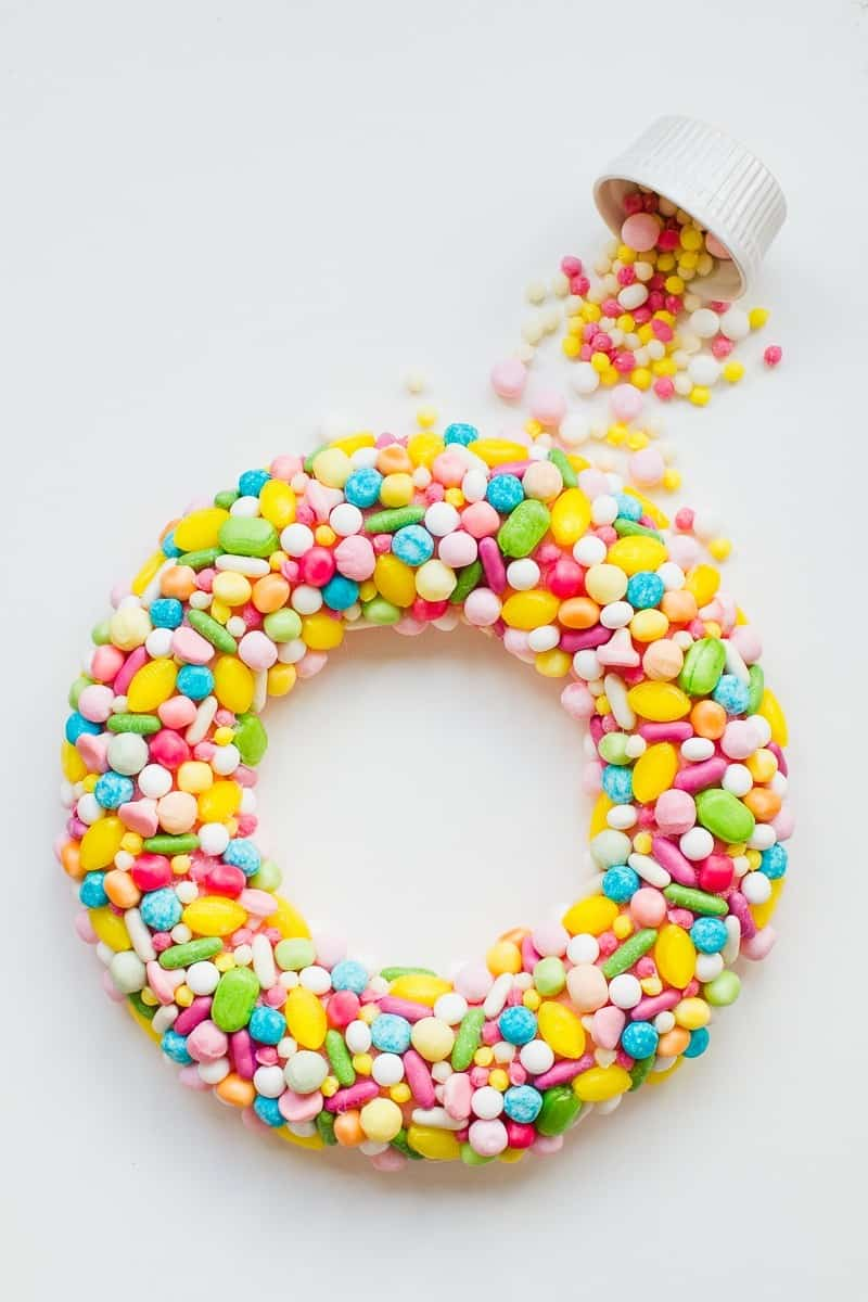 20-favourite-christmas-diys-candy-sweet-wreath