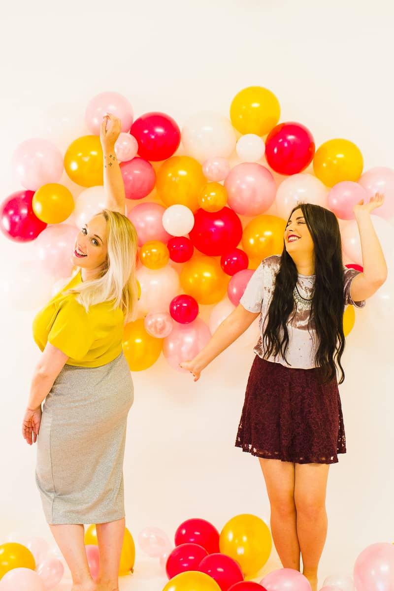 diy-balloon-backdrop-new-years-eve-photo-booth-colourful-fun-decor-ideas-tutorial-14