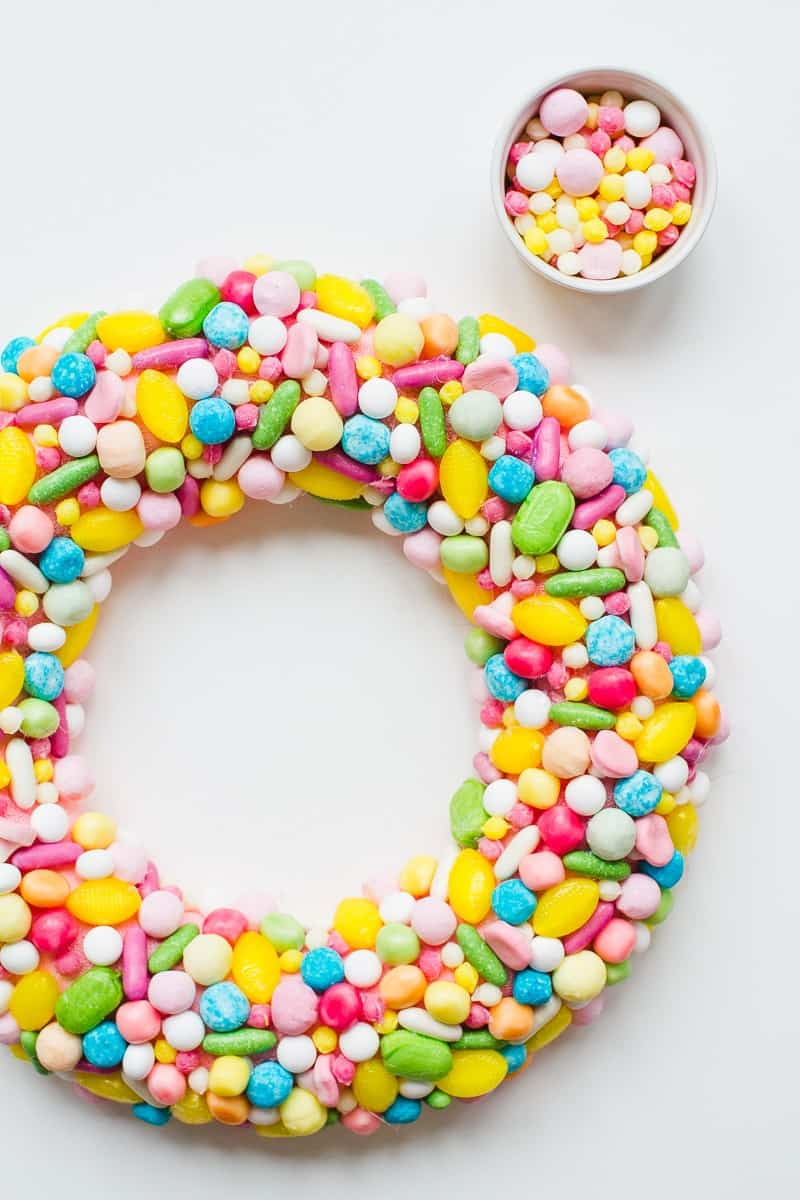 diy-candy-sweet-christmas-wreath-colourful-fun-unique-wreath-hand-made-home-made-tutorial-glue-gun-pastel_-1