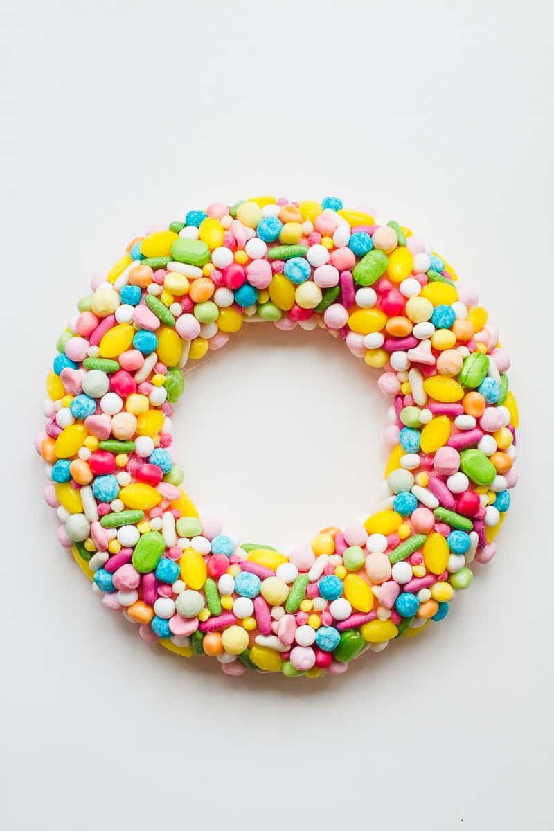 diy-candy-sweet-christmas-wreath-colourful-fun-unique-wreath-hand-made-home-made-tutorial-glue-gun-pastel_-3