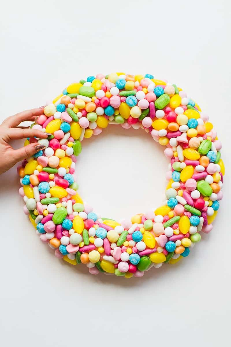 diy-candy-sweet-christmas-wreath-colourful-fun-unique-wreath-hand-made-home-made-tutorial-glue-gun-pastel_-5