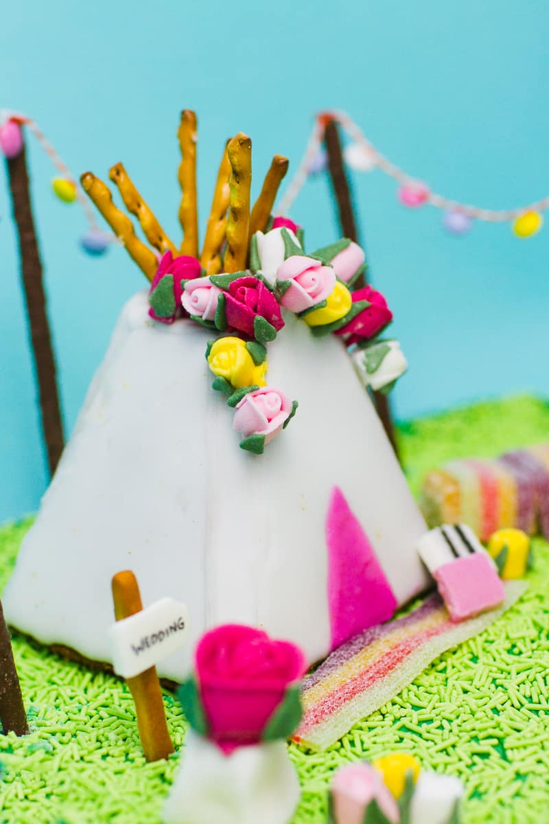 unique-ginger-bread-house-teepee-tipi-christmas-fun-festival-colourful-bake-make-your-own_-12