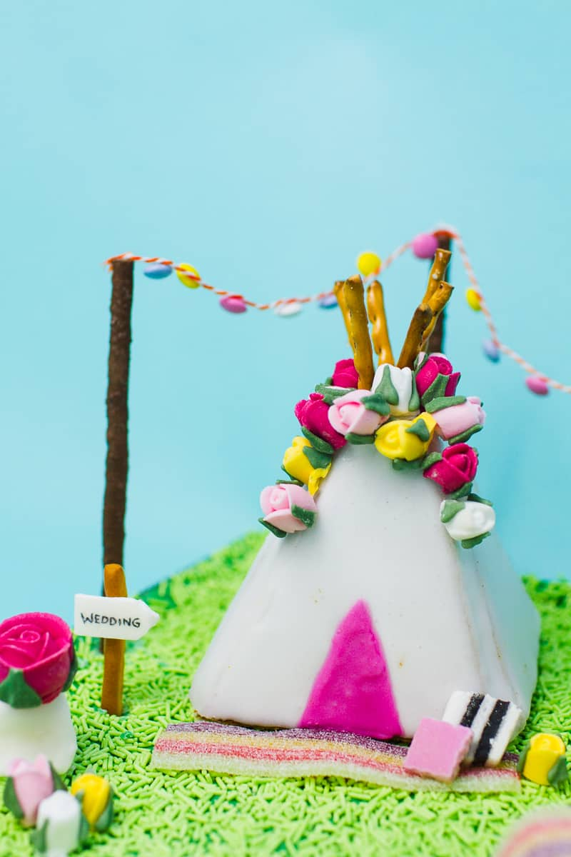 unique-ginger-bread-house-teepee-tipi-christmas-fun-festival-colourful-bake-make-your-own_-4