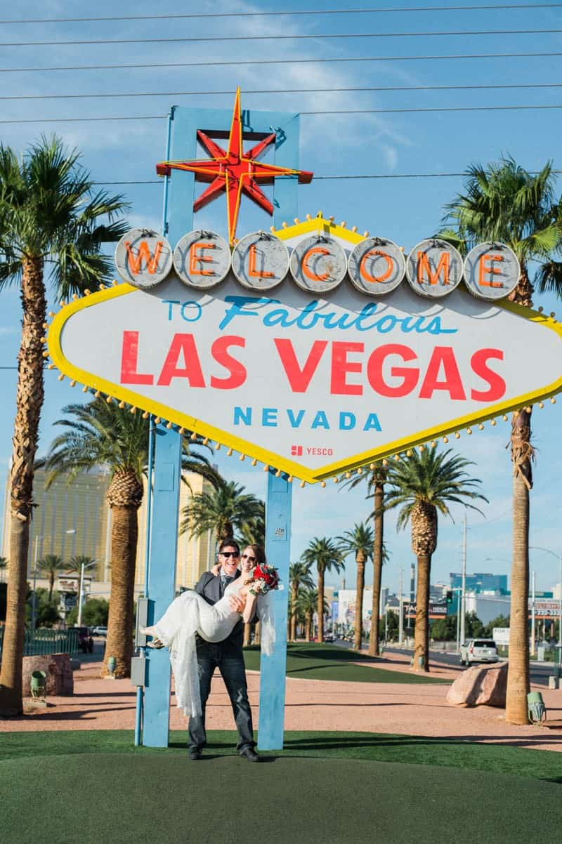 COLORFUL LAS VEGAS ELOPEMENT WITH LUNCH AT IN-N-OUT BURGER (8)