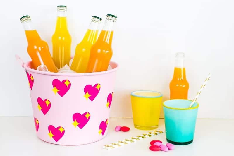 diy-emoji-heart-ice-bucket-valentines-day-drinks-cooler-cute-pink-tutorial_-1