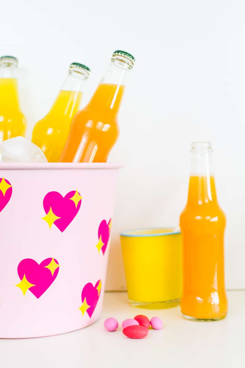 diy-emoji-heart-ice-bucket-valentines-day-drinks-cooler-cute-pink-tutorial_-11