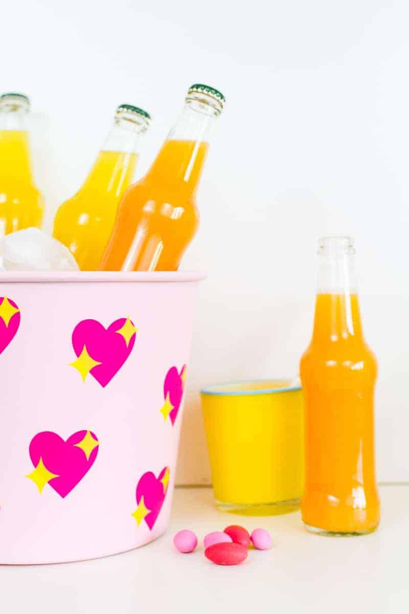 diy-emoji-heart-ice-bucket-valentines-day-drinks-cooler-cute-pink-tutorial_-11