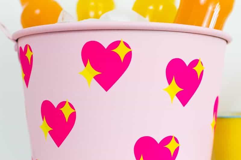 diy-emoji-heart-ice-bucket-valentines-day-drinks-cooler-cute-pink-tutorial_-13