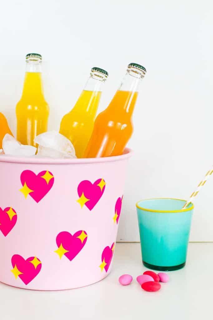 diy-emoji-heart-ice-bucket-valentines-day-drinks-cooler-cute-pink-tutorial_-14