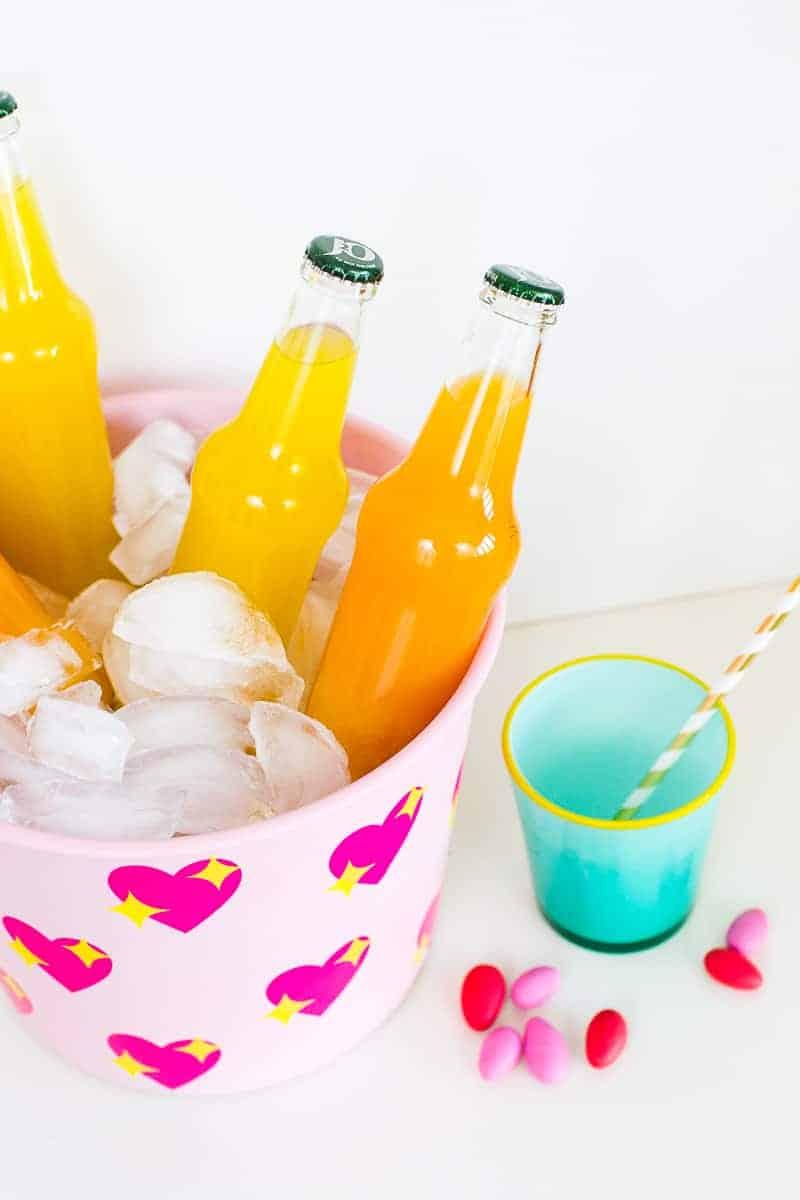 diy-emoji-heart-ice-bucket-valentines-day-drinks-cooler-cute-pink-tutorial_-17