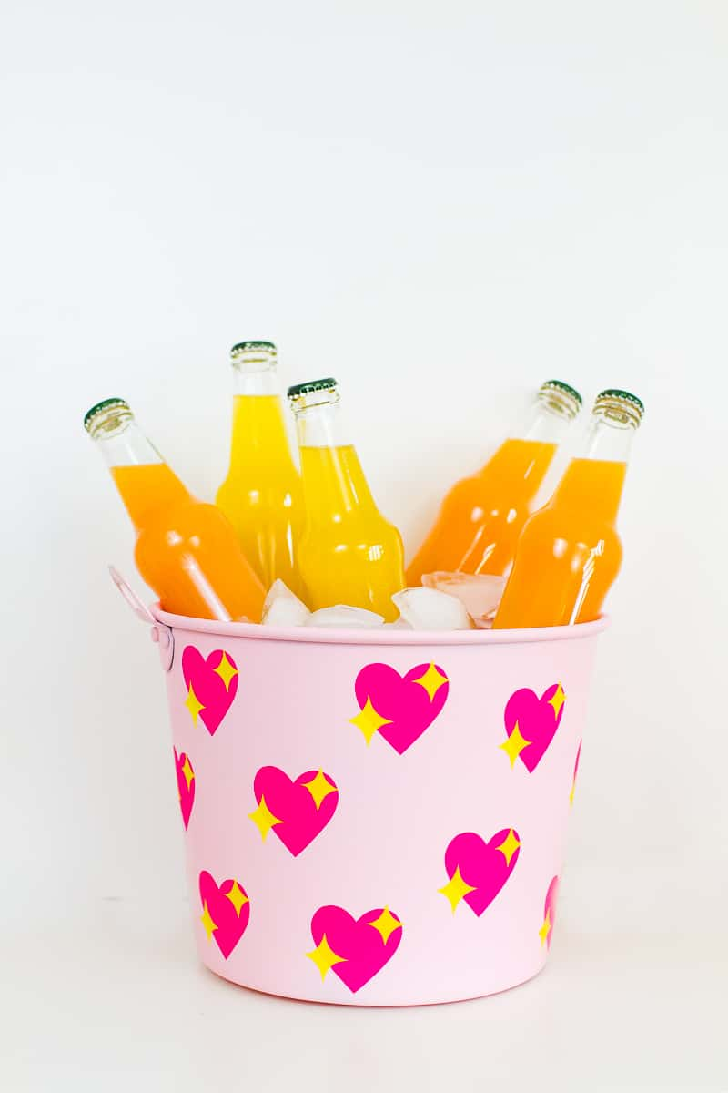 diy-emoji-heart-ice-bucket-valentines-day-drinks-cooler-cute-pink-tutorial_-19