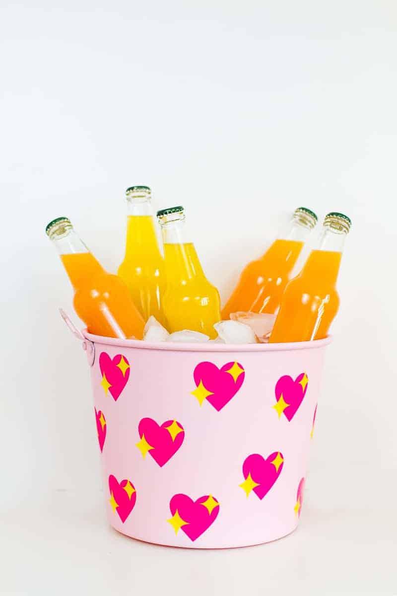 diy-emoji-heart-ice-bucket-valentines-day-drinks-cooler-cute-pink-tutorial_-19