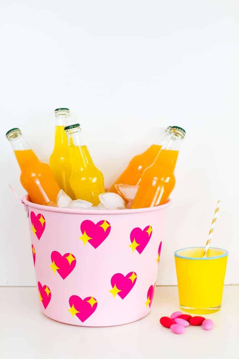 diy-emoji-heart-ice-bucket-valentines-day-drinks-cooler-cute-pink-tutorial_-20