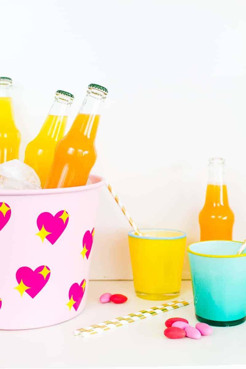 diy-emoji-heart-ice-bucket-valentines-day-drinks-cooler-cute-pink-tutorial_-3