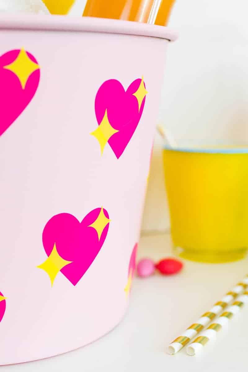 diy-emoji-heart-ice-bucket-valentines-day-drinks-cooler-cute-pink-tutorial_-6