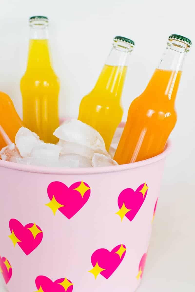 diy-emoji-heart-ice-bucket-valentines-day-drinks-cooler-cute-pink-tutorial_-8