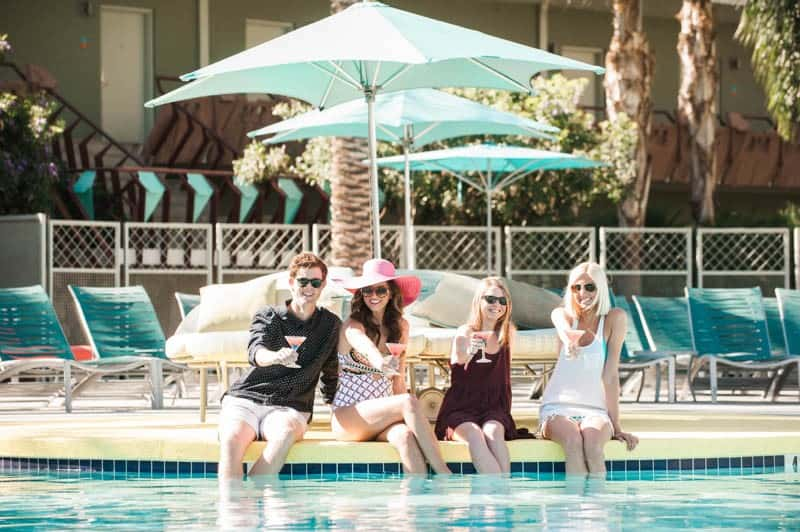 INSPIRED WEDDING IDEAS FOR A RETRO POOLSIDE ELOPEMENT (6)