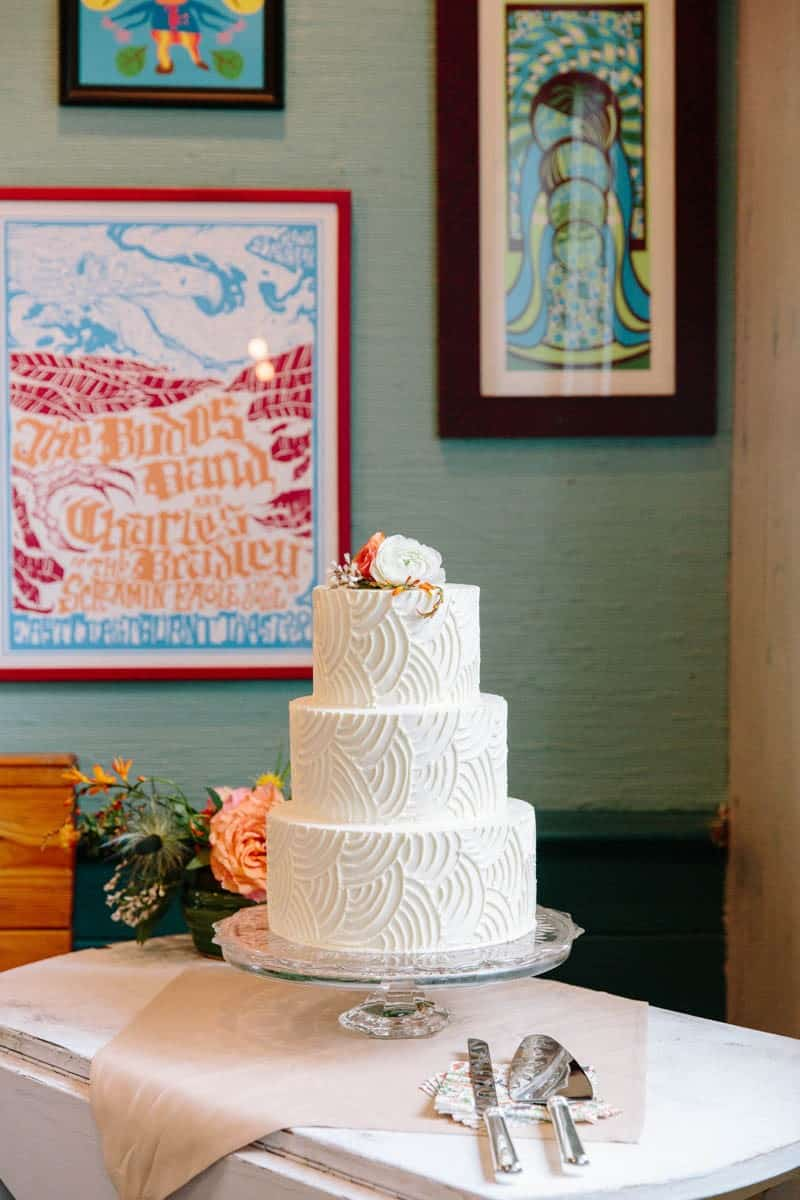 INTIMATE WEDDING IN THE COLORFUL CHARLESTON POUR HOUSE TAVERN (15)