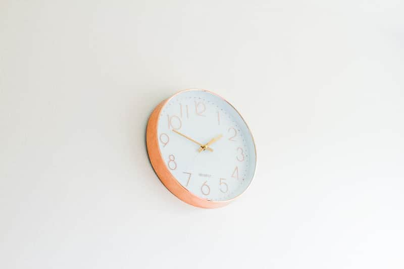 MINIMAL OFFICE Minimalism home tidying clear out anxiety-5
