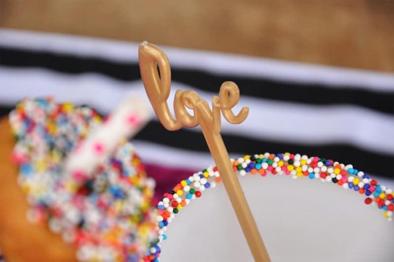 PINK, BLACK & WHITE VALENTINES DAY WEDDING IDEAS IN MUNCH FOOD PARK (4)