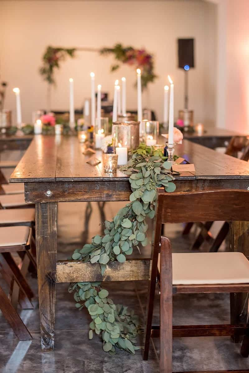 STYLISH FLORAL & FOLIAGE MERRIMON WYNNE HOUSE WEDDING (21)