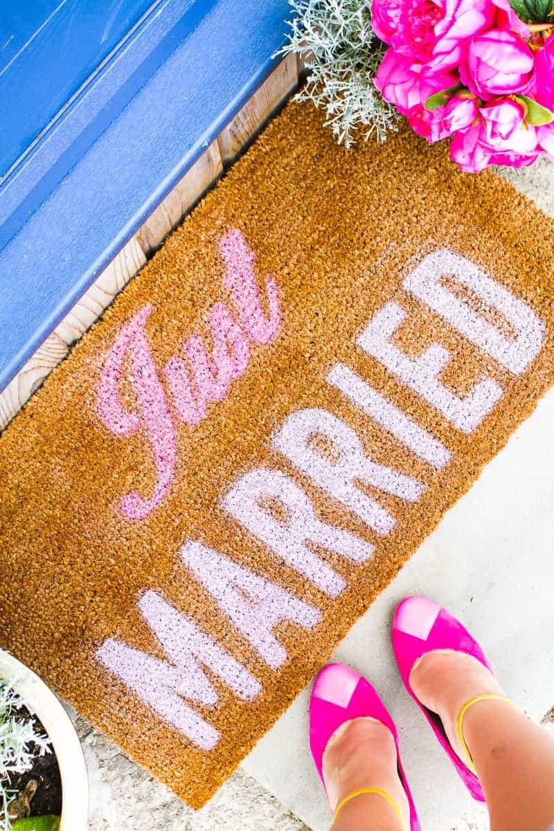DIY Just Married Door Mat Spray Paint Rustoleum Cricut Newlywed Project Tutorial-4