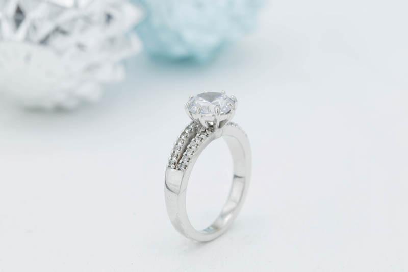 12 WAYS TO CUSTOMIZE YOUR ENGAGEMENT RING | Bespoke-Bride: Wedding Blog