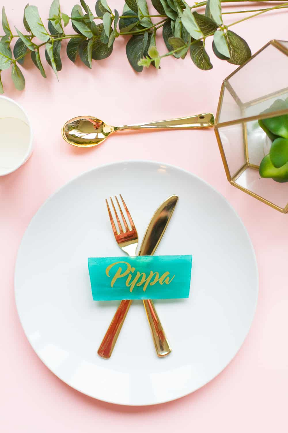 DIY-Stained-Glass-Place-Settings-Name-Place-Gold-Vinyl-Mosaic-Tiles_wedding-cricut-tutorial